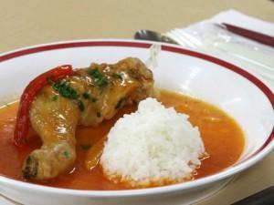 こちらは,肉料理の「南部どりのトマト風味煮込み パプリカ添え」美しく,美味しいお料理の数々でした.