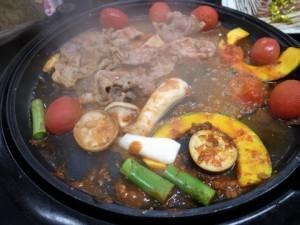 クッキングトマトを焼きながら肉,野菜も焼くとトマトソースが絡んで絶品!