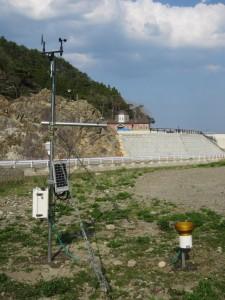 三陸鉄道島越駅が見える場所に移設した観測装置